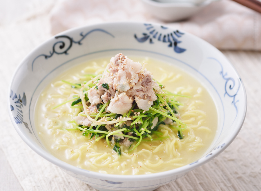 豚肉と豆苗の生姜焼き風塩とんこつラーメン